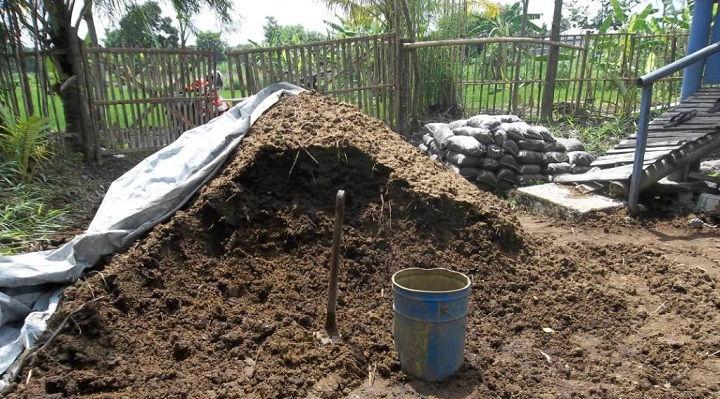 Gambar Foto Manfaat Positif Pupuk Kompos Organik Padat